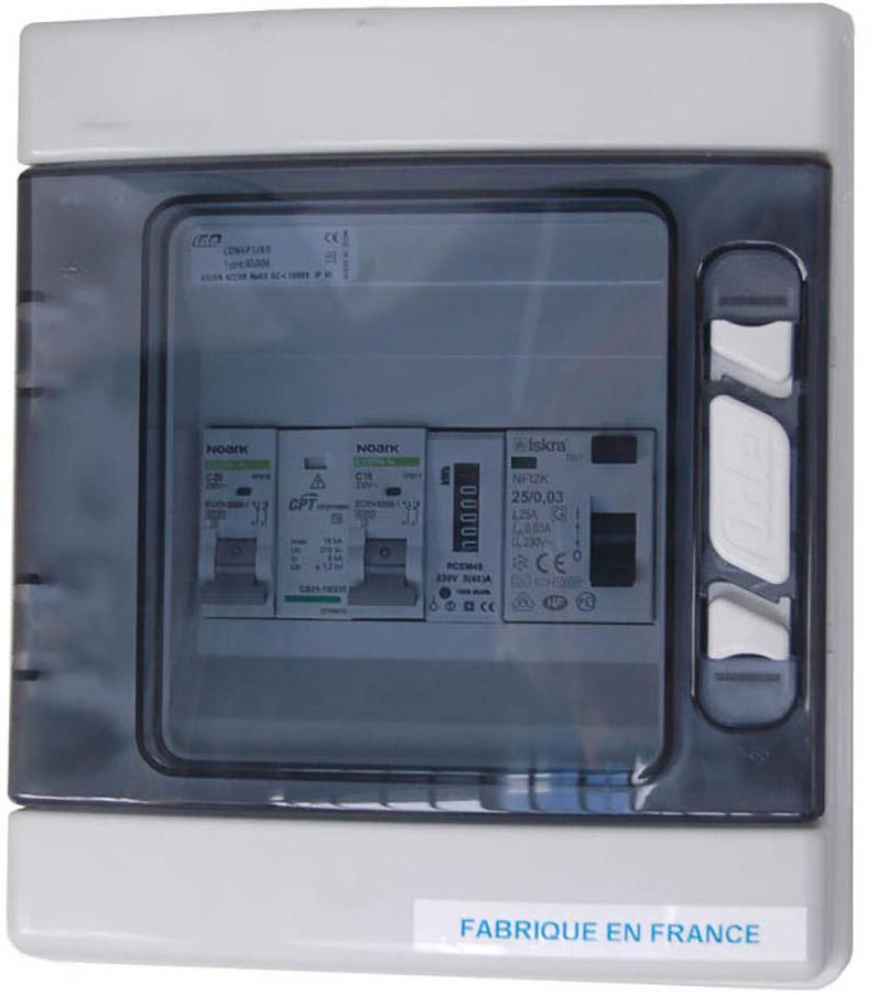 Ce coffret de protection photovoltaïque AC conçu et fabriqué en France est idéal pour protéger votre kit solaire d'autoconsommation avec micro-onduleur